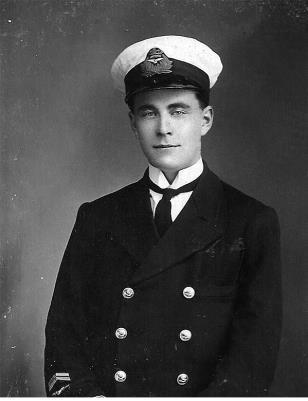 Pruett M Dennett, Flight Lieutenant R.N.A.S Naval 8 & R.A.F. Squadron 208